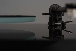 Rega P2 Planar Turntable - Black